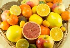 Mucchi dei frutti freschi e organici Immagine Stock Libera da Diritti
