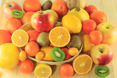 Mucchi dei frutti freschi e organici Immagini Stock Libere da Diritti