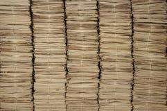 Mucchi dei giornali da riciclare Immagini Stock