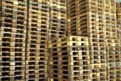 Mucchi del legno del pallet Fotografie Stock