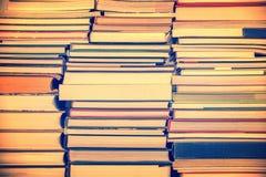 Mucchi del processo dell'annata del fondo dei libri Immagine Stock