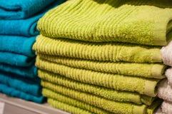 Mucchi della raccolta degli asciugamani di bagno in deposito Immagine Stock Libera da Diritti
