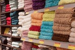 Mucchi della raccolta degli asciugamani di bagno in deposito Fotografia Stock Libera da Diritti