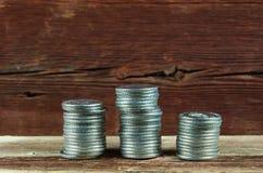 Mucchi delle monete d'argento Immagini Stock