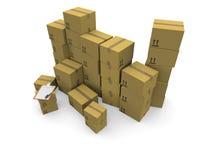 Mucchi delle scatole di cartone su una priorità bassa bianca Immagini Stock