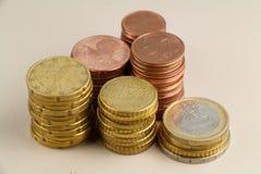Mucchi di euro monete Fotografia Stock Libera da Diritti