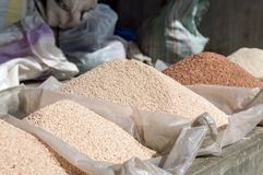 Mucchi di riso rosso e bianco Immagini Stock Libere da Diritti