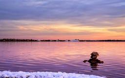 Mucchi di sale nel lago di sale di Torrevieja immagini stock