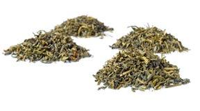 Mucchi di tè verde, isolati su bianco Fotografia Stock Libera da Diritti