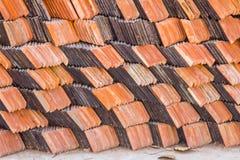Mattonelle di ceramica del coperchio del tetto fotografia stock