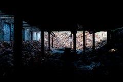 Mucchio crollato dei mattoni - fabbrica di vetro abbandonata Fotografia Stock