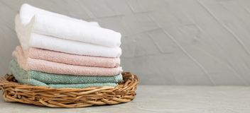 Mucchio degli asciugamani di bagno puliti del cotone Fotografia Stock Libera da Diritti