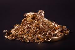 Mucchio degli elementi dell'oro del residuo fotografia stock