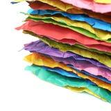 Mucchio degli strati di carta sgualciti isolati Fotografia Stock