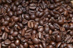 Mucchio dei chicchi di caffè Fotografia Stock Libera da Diritti