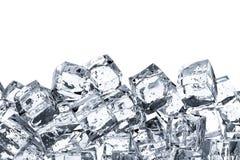 Mucchio dei cubetti di ghiaccio con spazio Fotografie Stock