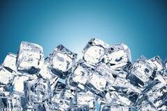 Mucchio dei cubetti di ghiaccio con spazio Immagine Stock