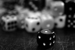 Mucchio dei dadi per gioco che gioca e che gioca della probabilità Immagini Stock Libere da Diritti