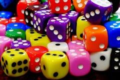 Mucchio dei dadi per gioco che gioca e che gioca della probabilità Immagine Stock Libera da Diritti