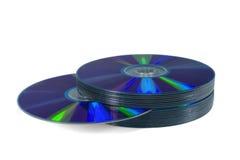 Mucchio dei dischi ottici isolati su bianco. Percorso. Fotografia Stock Libera da Diritti