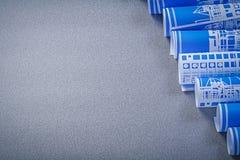 Mucchio dei disegni di costruzione blu sullo spazio grigio della copia del fondo Immagine Stock
