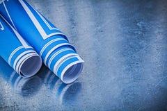 Mucchio dei disegni di ingegneria blu sul constru metallico del fondo Fotografia Stock