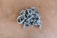 Mucchio dei dispositivi d'ancoraggio dell'acciaio inossidabile, Fotografia Stock Libera da Diritti