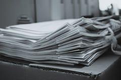Mucchio dei documenti con variopinto Fotografia Stock