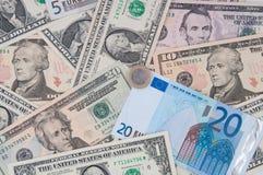 Mucchio dei dollari ed euro, priorità bassa dei soldi Fotografie Stock Libere da Diritti