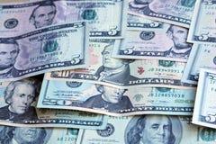 Mucchio dei dollari US, Note dei valori differenti Immagini Stock