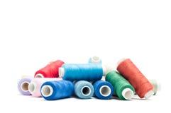 Mucchio dei filati cucirini Fotografia Stock