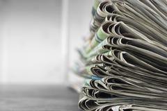 Mucchio dei giornali Fotografie Stock