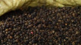 Mucchio dei grani del pepe stock footage