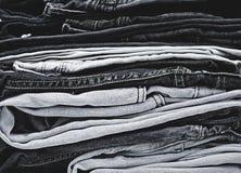 Mucchio dei jeans Immagini Stock