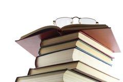 Mucchio dei libri, dai vetri di cui sopra è o isolata Immagine Stock Libera da Diritti