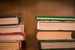 Mucchio dei libri impilati Fotografie Stock Libere da Diritti