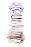Mucchio dei libri variopinti immagini stock