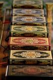 Mucchio dei libri variopinti e decorativi di Corano Fotografie Stock Libere da Diritti