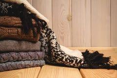 Mucchio dei maglioni lavorati a maglia Fotografia Stock