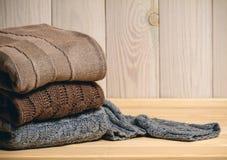 Mucchio dei maglioni lavorati a maglia Immagini Stock Libere da Diritti