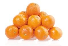 Mucchio dei mandarini su un fondo bianco Fotografia Stock Libera da Diritti