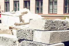 Mucchio dei mattoni del cemento Immagini Stock