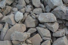 Mucchio dei mattoni sotto il cielo Fotografia Stock Libera da Diritti