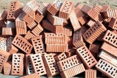 Mucchio dei mattoni vuoti ceramici Immagine Stock
