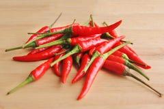 Mucchio dei peperoncini rossi rossi Immagine Stock Libera da Diritti