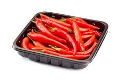 Mucchio dei peperoncini rossi sul vassoio al minuto Fotografia Stock Libera da Diritti
