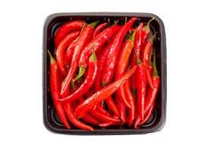 Mucchio dei peperoncini rossi sul vassoio al minuto Immagini Stock