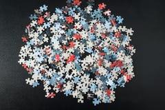 Mucchio dei pezzi di puzzle Fotografia Stock Libera da Diritti