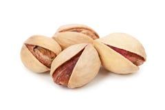 Mucchio dei pistacchi isolati su fondo bianco Fotografie Stock