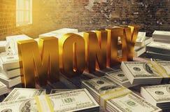 Mucchio dei soldi del dollaro con le lettere di soldi dorate Immagini Stock